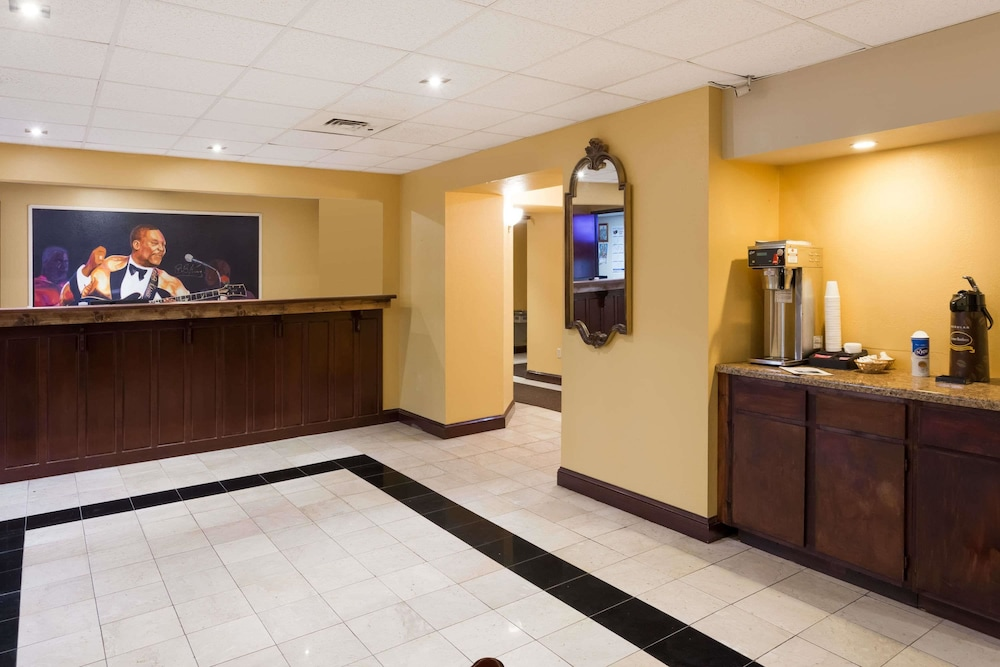 Lobby, Super 8 by Wyndham Indianola