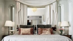 Ylelliset vuodevaatteet, untuvapeitot, minibaari, tallelokero huoneessa