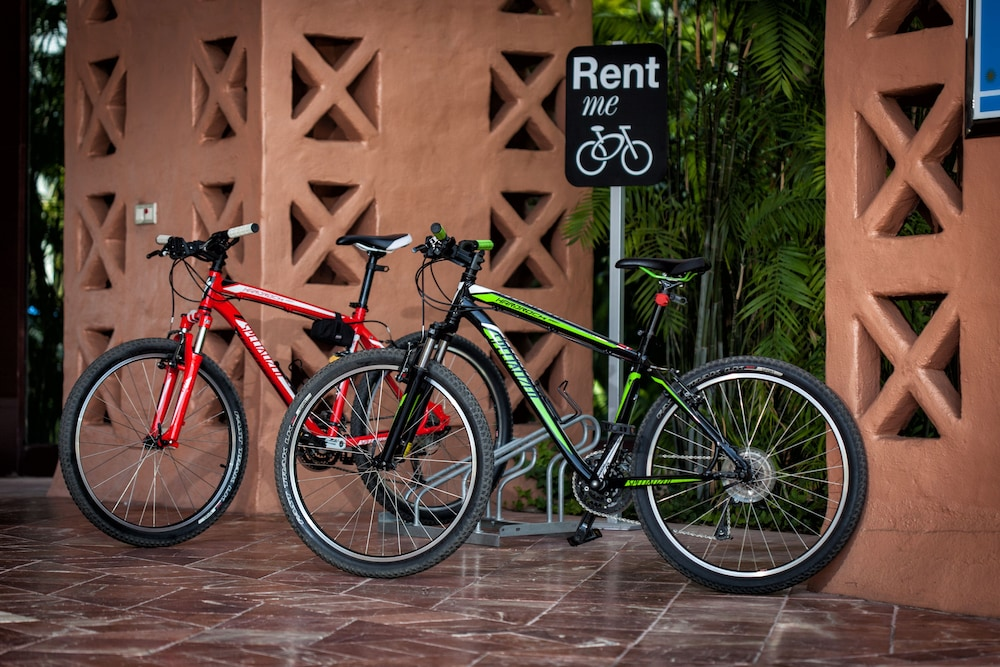 Bicycling, Kempinski Hotel Bahía
