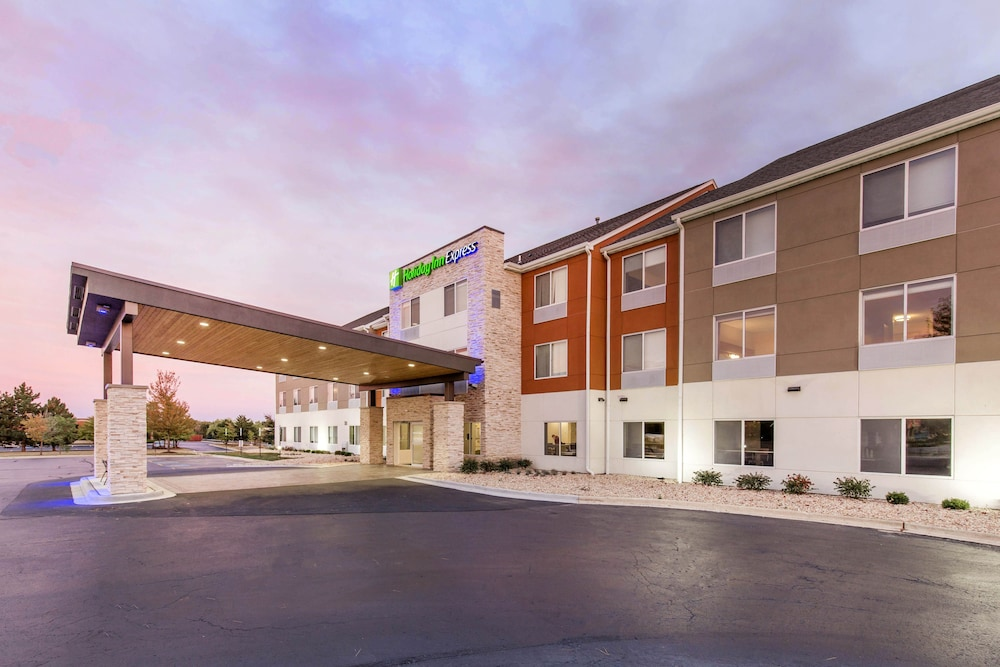 Holiday Inn Express & Suites Chicago West St Charles in St