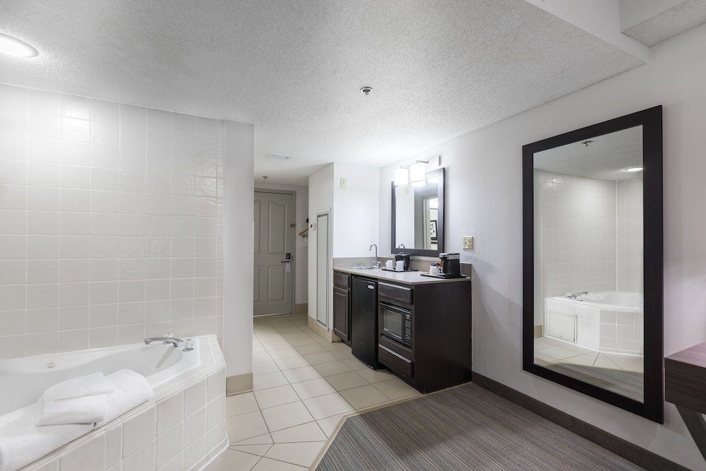Private Kitchenette, Country Inn & Suites by Radisson, Lake Norman Huntersville, NC