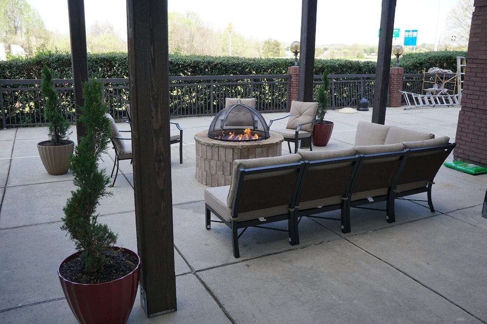 Terrace/Patio, Country Inn & Suites by Radisson, Lake Norman Huntersville, NC