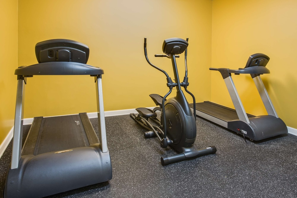 Fitness Facility, Country Inn & Suites by Radisson, Gurnee, IL
