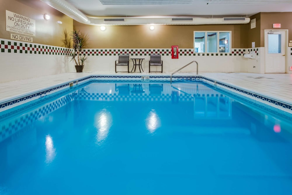 Indoor Pool, Country Inn & Suites by Radisson, Gurnee, IL