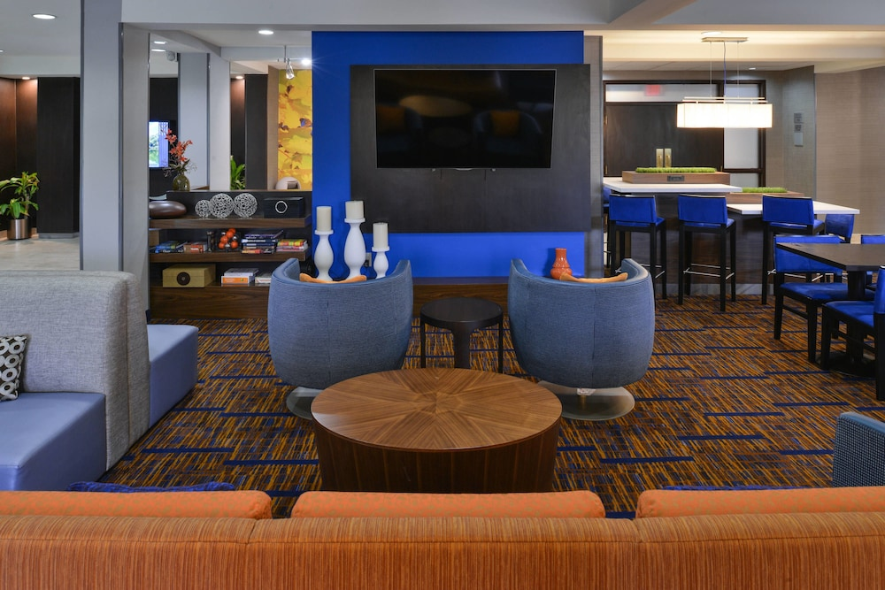 Lobby, Courtyard Suwanee by Marriott