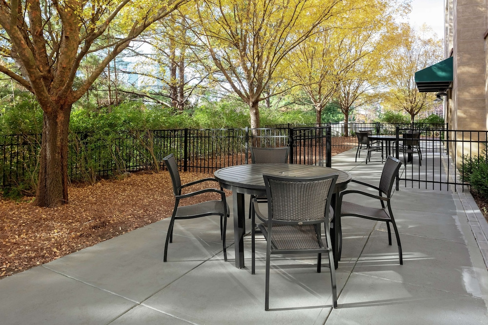 Terrace/Patio, Hilton Garden Inn Atlanta Perimeter Center