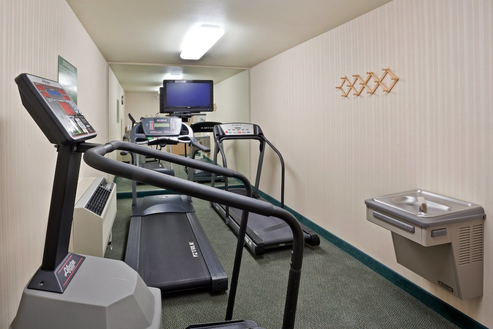 Fitness Facility, Holiday Inn Express & Suites Burlington