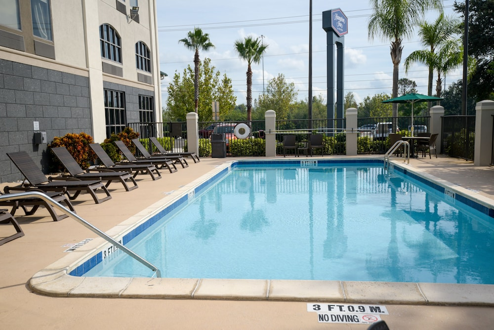 Outdoor Pool, Hampton Inn Lakeland