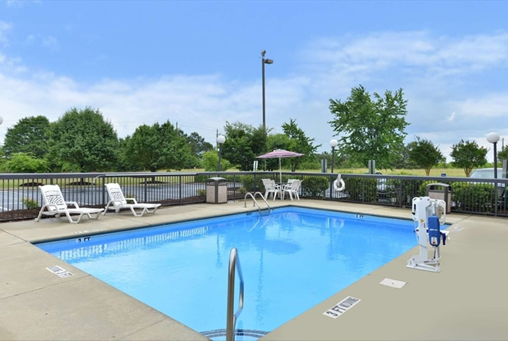 Pool, Hampton Inn Raleigh/Clayton I-40