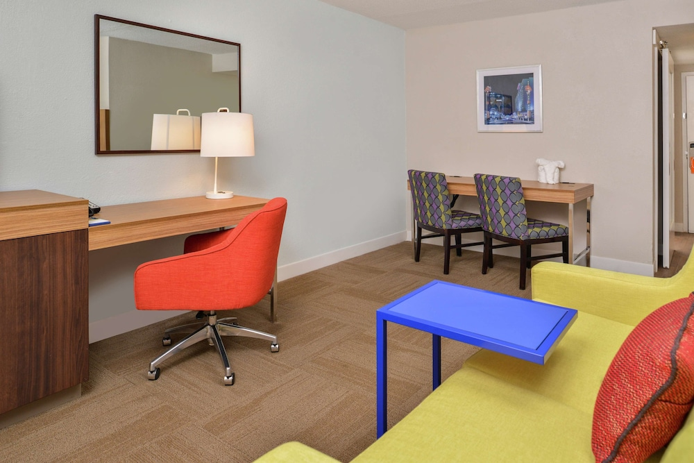 Living Area, Hampton Inn Raleigh/Clayton I-40