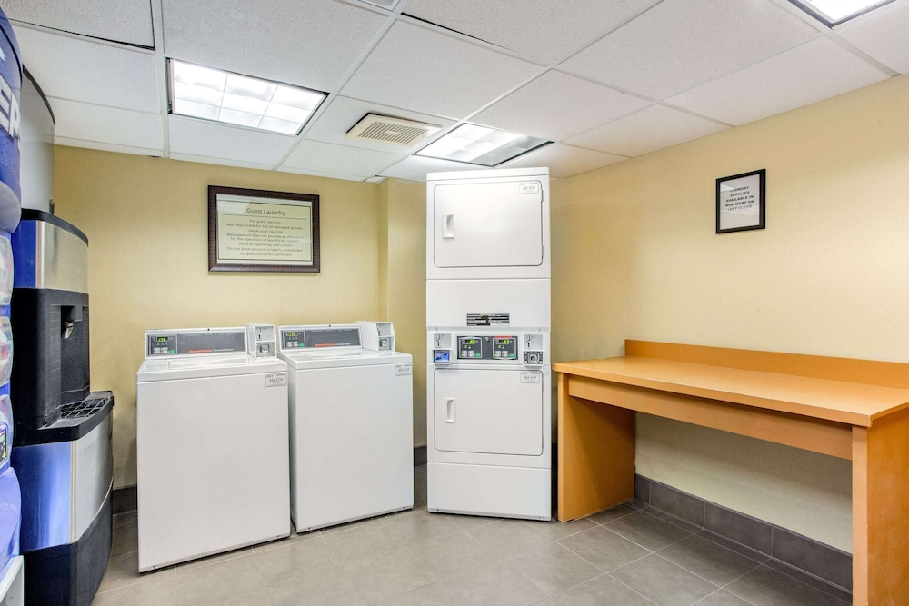 Laundry Room, La Quinta Inn & Suites by Wyndham Raleigh/Durham Southpoint
