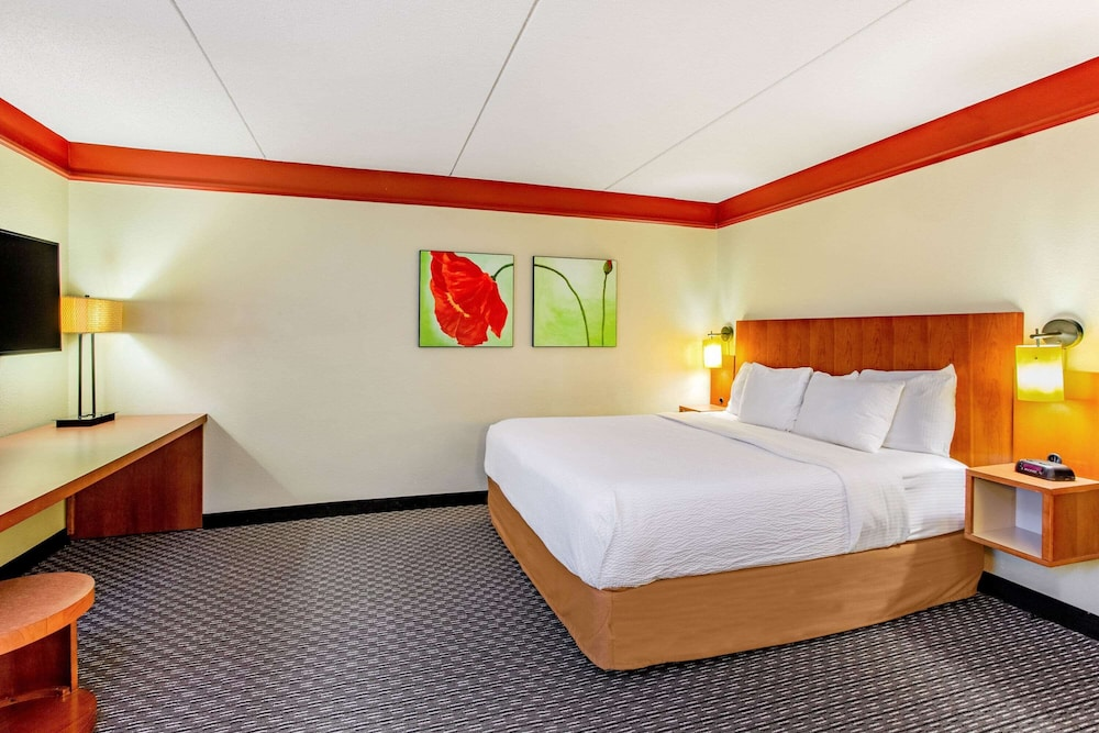 Room, La Quinta Inn & Suites by Wyndham Raleigh/Durham Southpoint