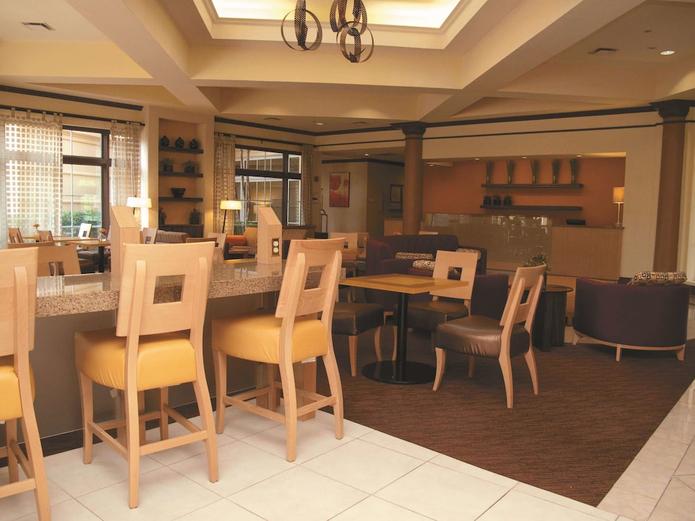 Breakfast Area, La Quinta Inn & Suites by Wyndham Raleigh/Durham Southpoint