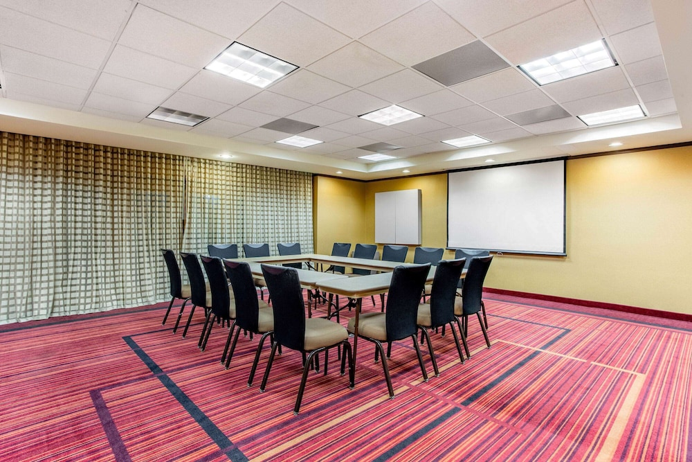 Meeting Facility, La Quinta Inn & Suites by Wyndham Raleigh/Durham Southpoint