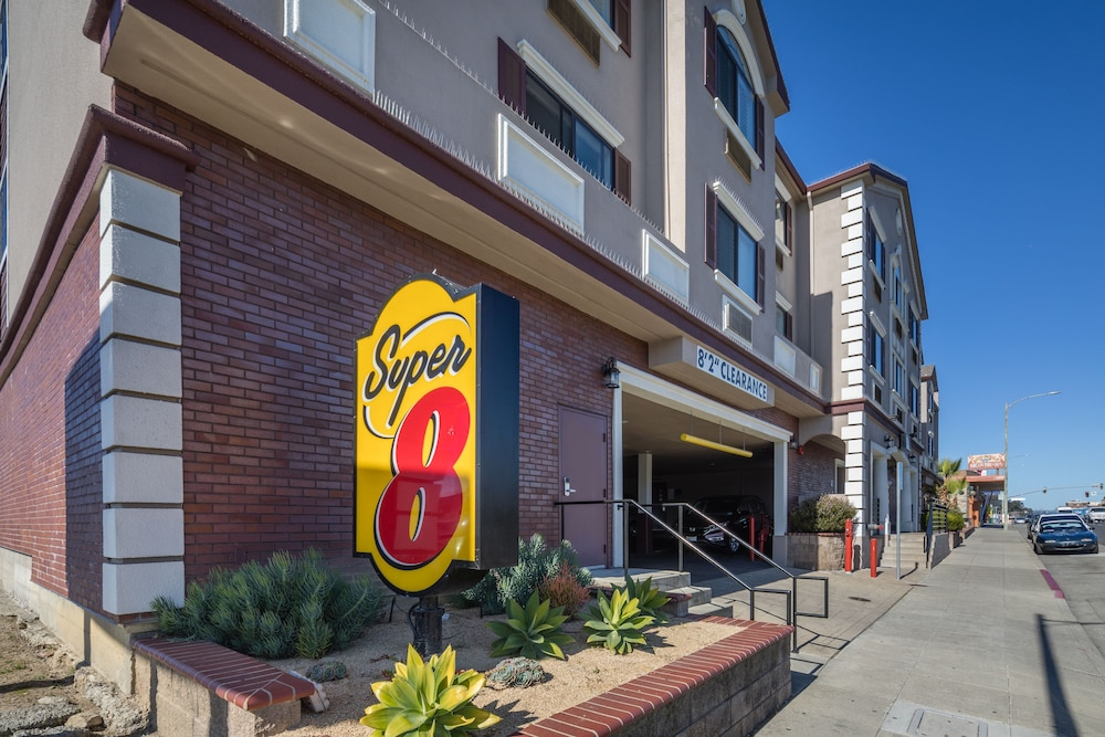 Property Entrance, Super 8 by Wyndham San Bruno /SF Intl Arpt West