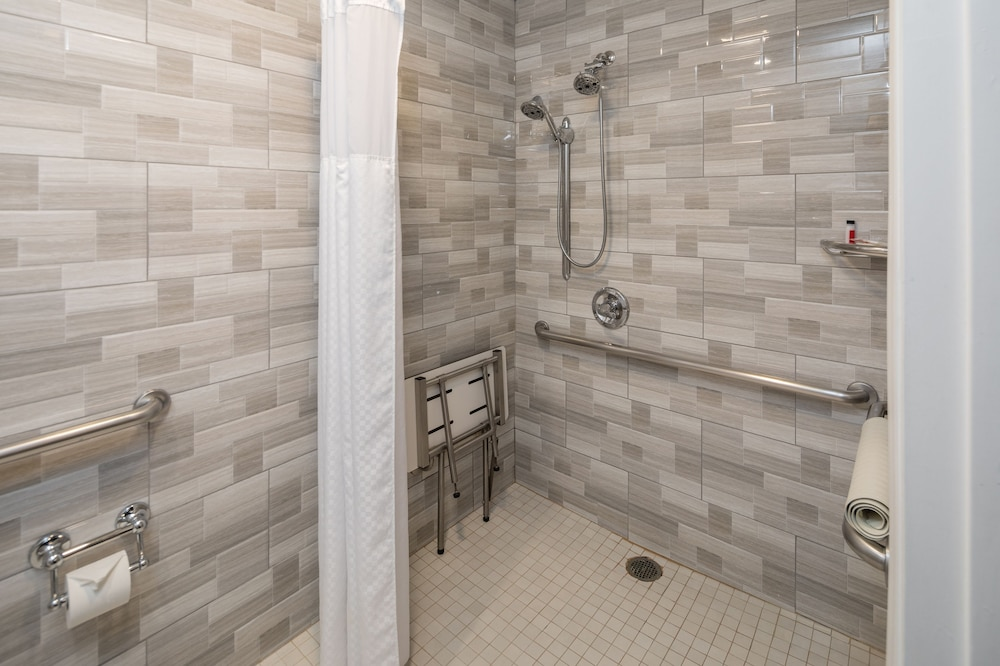 Bathroom Shower, Super 8 by Wyndham San Bruno /SF Intl Arpt West