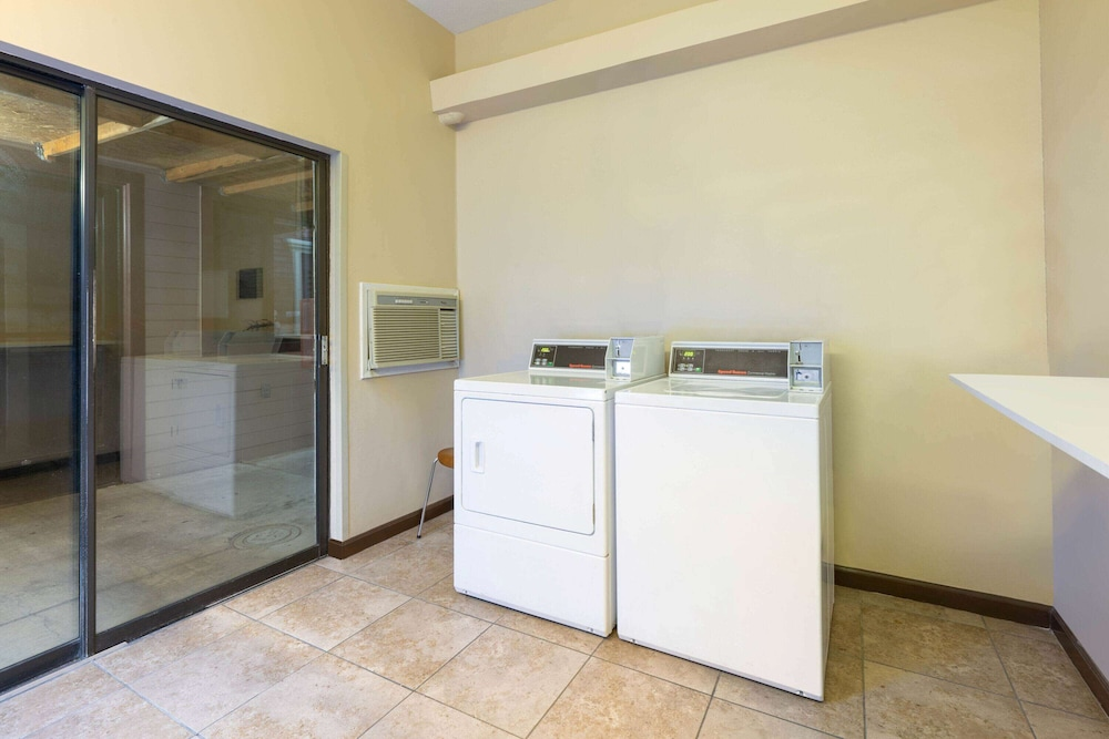 Laundry Room, Super 8 by Wyndham San Bruno /SF Intl Arpt West