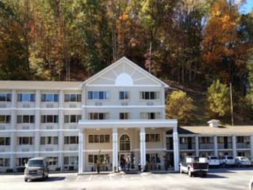 Great Place to stay Cherokee Grand Hotel near Cherokee