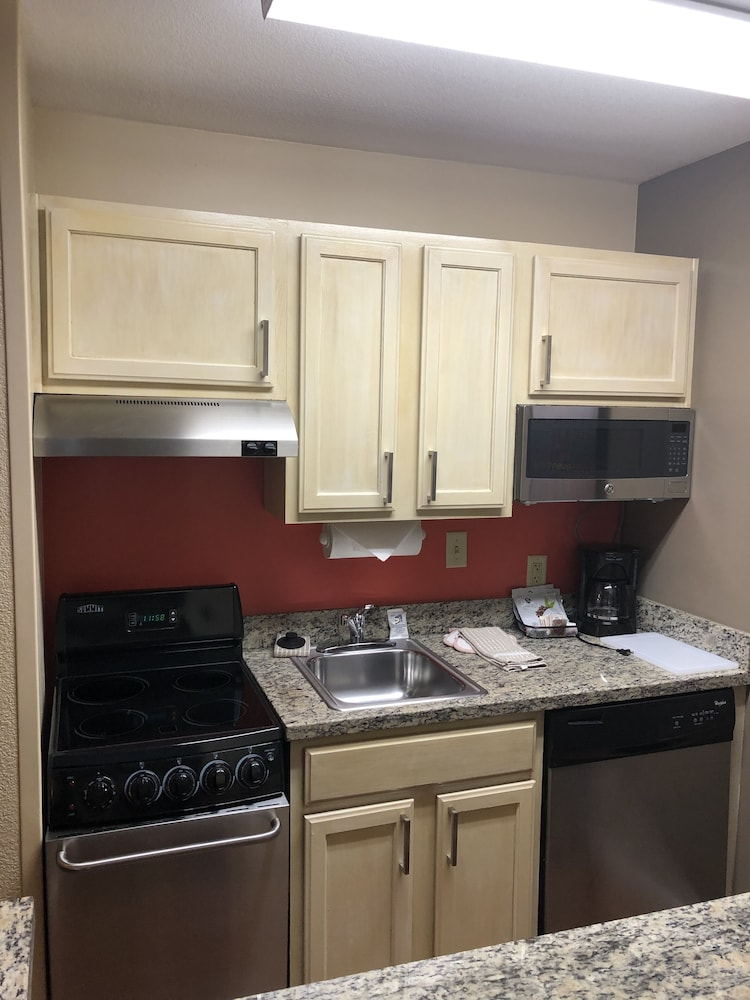 Private Kitchenette, TownePlace Suites by Marriott Tampa North/I-75 Fletcher