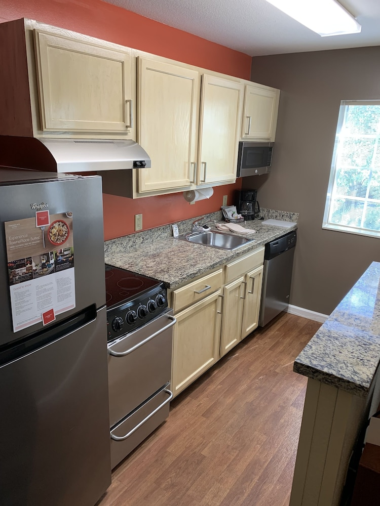 Private Kitchen, TownePlace Suites by Marriott Tampa North/I-75 Fletcher
