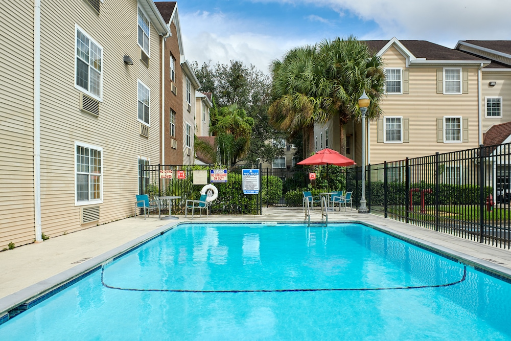 Pool, TownePlace Suites by Marriott Tampa North/I-75 Fletcher