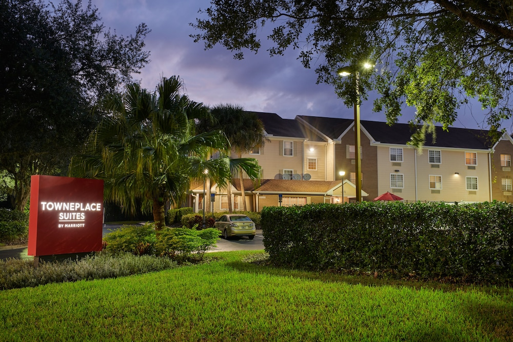 Front of Property - Evening/Night, TownePlace Suites by Marriott Tampa North/I-75 Fletcher