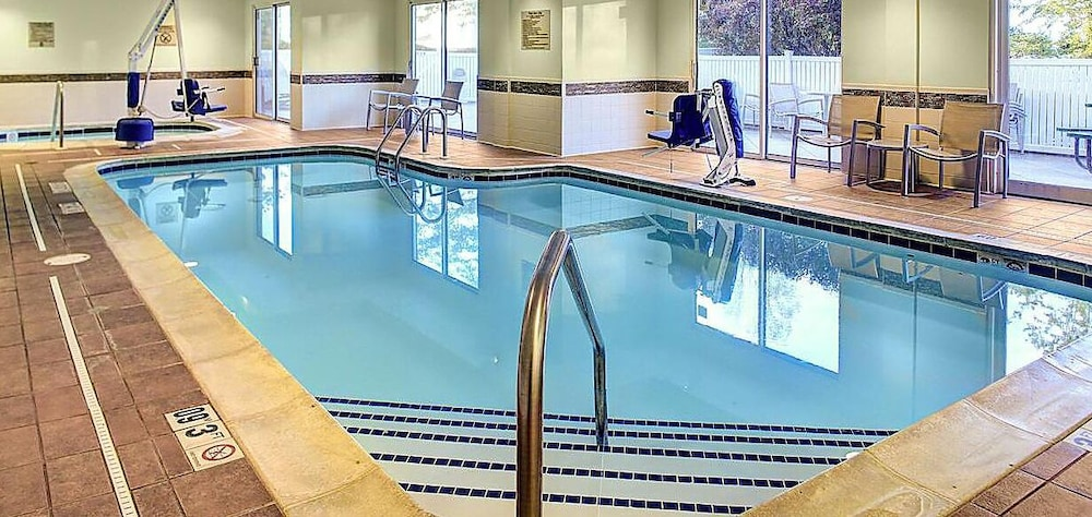 Indoor Pool, Kings Inn Suites Cincinnati Ma