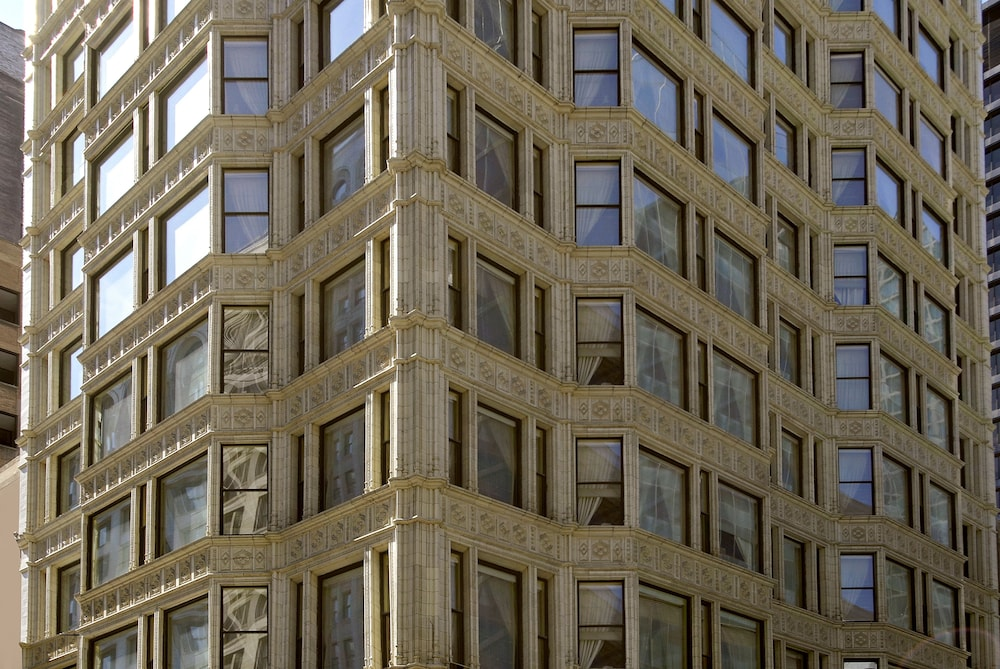 Exterior detail, Staypineapple, An Iconic Hotel, The Loop