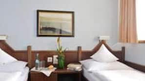 Een minibar, een kluis op de kamer, een bureau, gratis babybedden