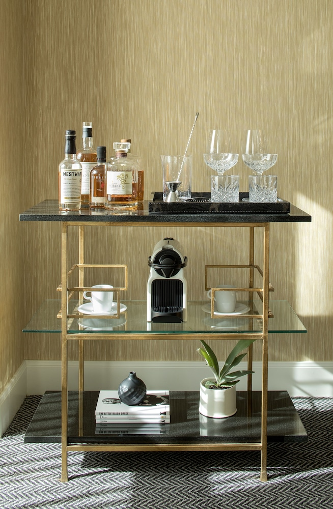 Coffee and/or Coffee Maker, Dossier