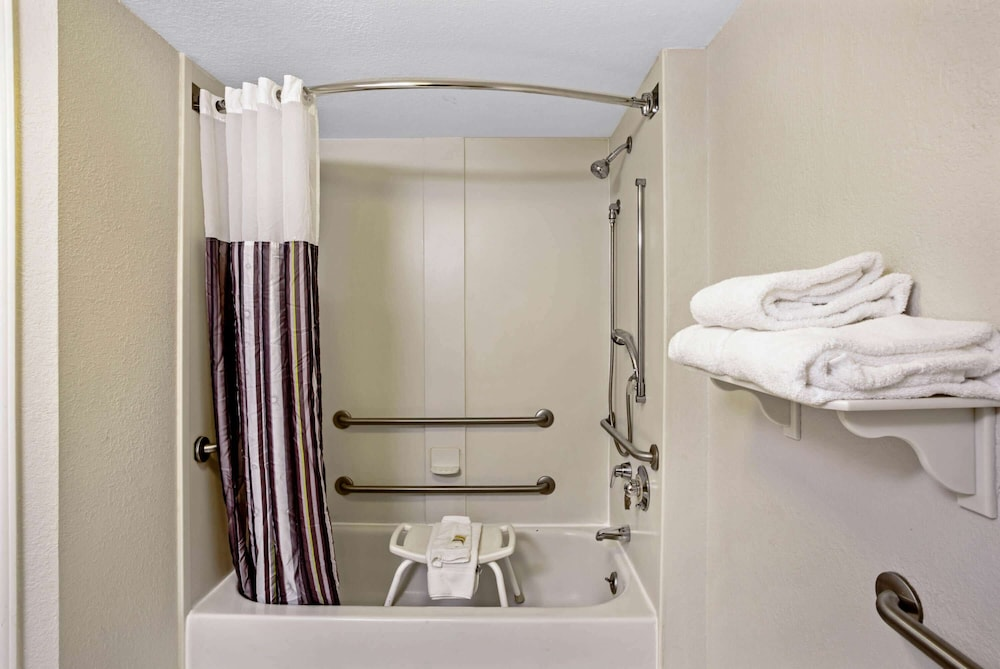 Accessible bathroom, La Quinta Inn & Suites by Wyndham Winston-Salem