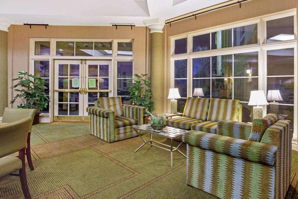 Lobby, La Quinta Inn & Suites by Wyndham Winston-Salem