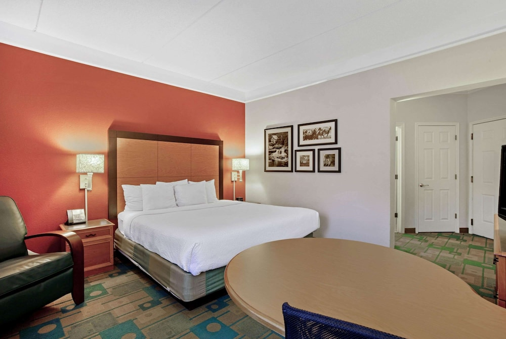 Room, La Quinta Inn & Suites by Wyndham Winston-Salem
