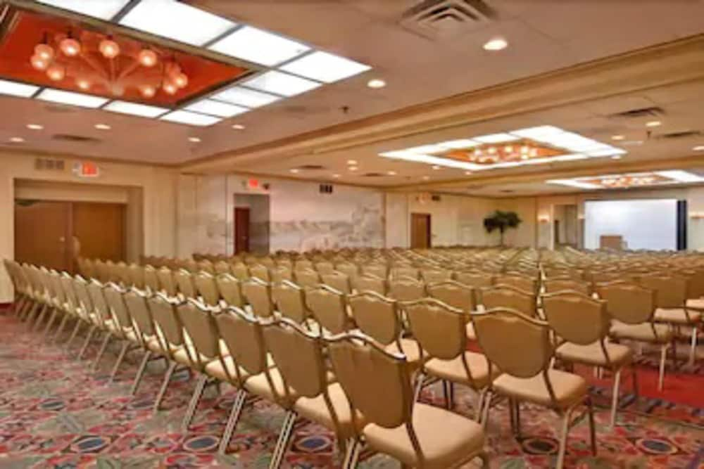 Meeting Facility, Days Hotel & Conference Center by Wyndham East Brunswick
