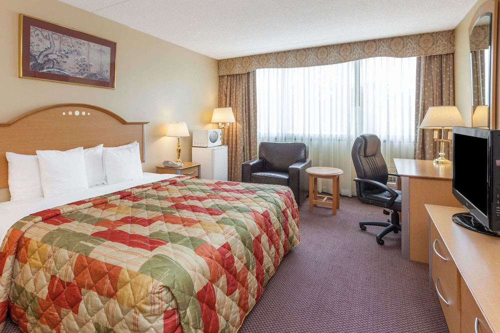 Room, Days Hotel & Conference Center by Wyndham East Brunswick