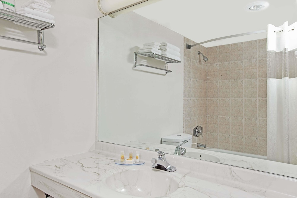 Bathroom, Days Hotel & Conference Center by Wyndham East Brunswick