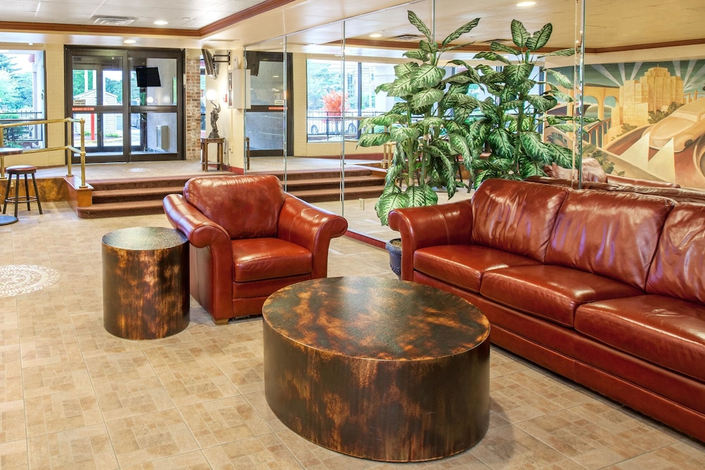 Lobby, Days Hotel & Conference Center by Wyndham East Brunswick
