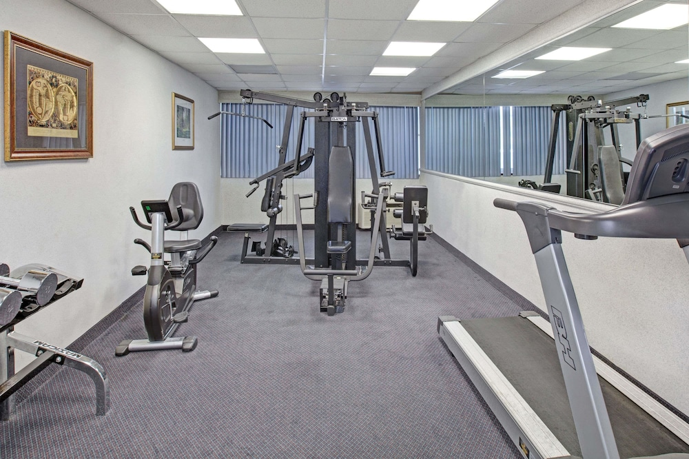 Fitness Facility, Days Hotel & Conference Center by Wyndham East Brunswick