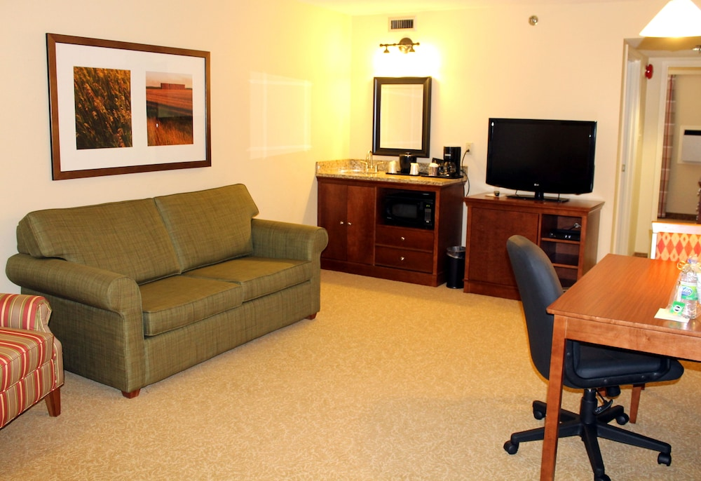 Living Room, Country Inn & Suites by Radisson, Winnipeg, MB