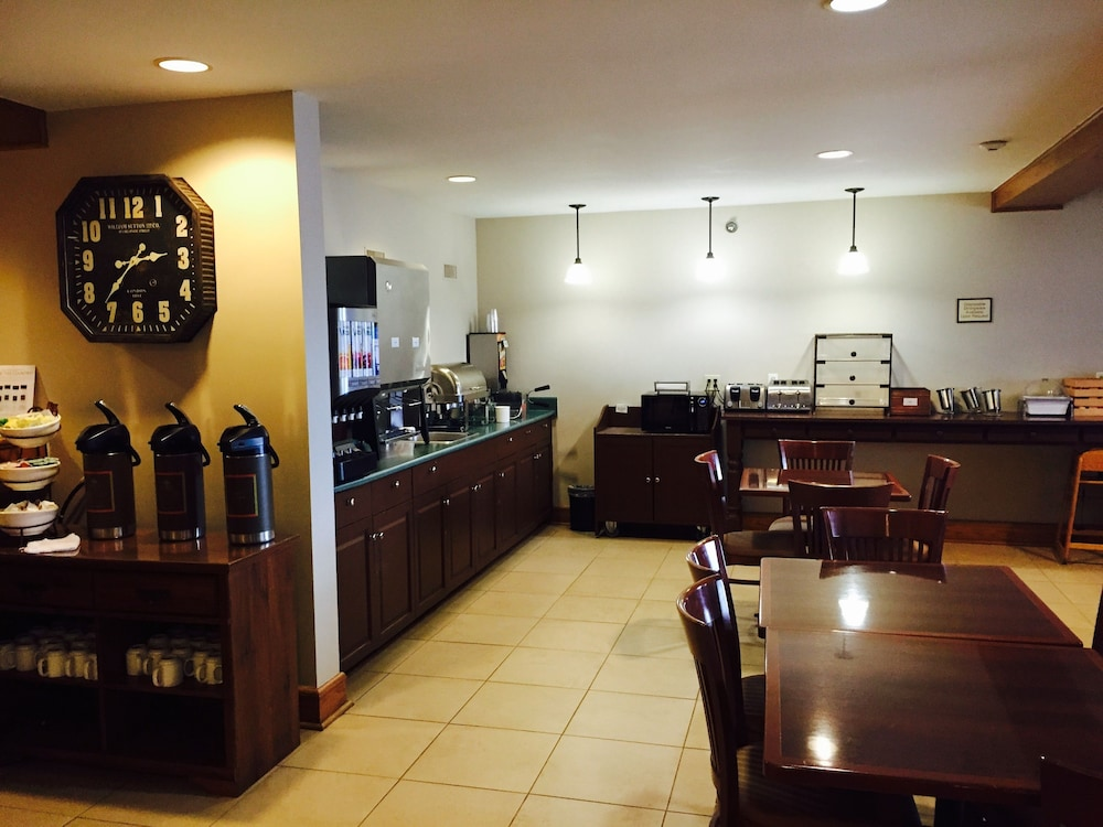 Breakfast Area, Country Inn & Suites by Radisson, Winnipeg, MB