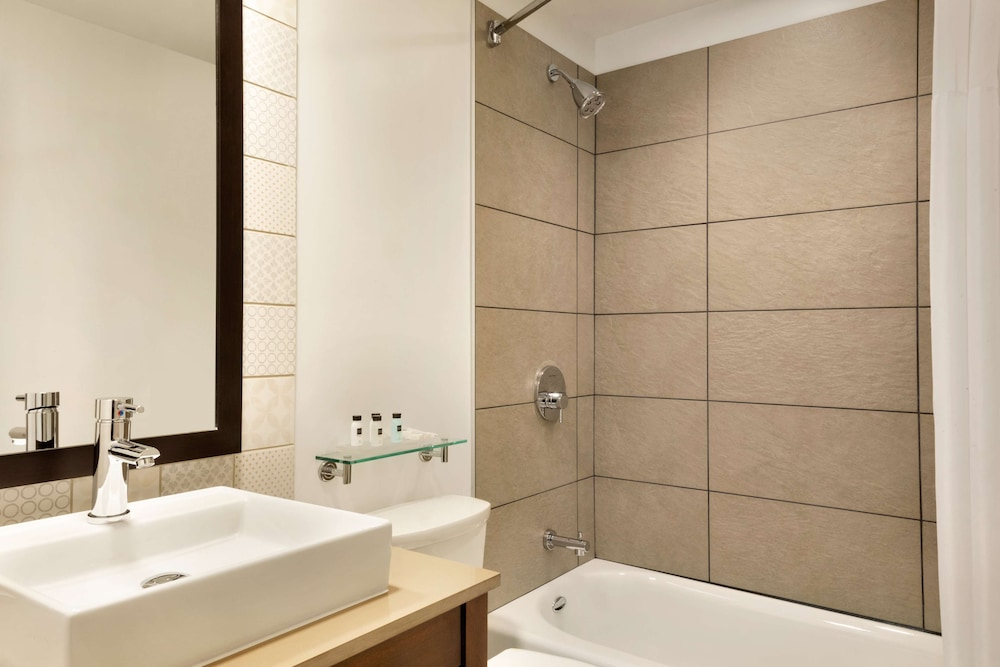 Bathroom, Country Inn & Suites by Radisson, Seattle-Bothell, WA