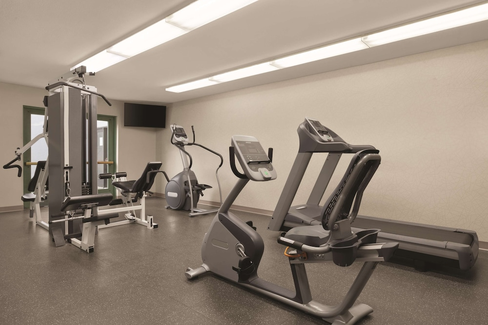 Fitness Facility, Country Inn & Suites by Radisson, Seattle-Bothell, WA