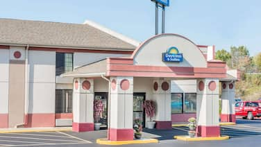 Days Inn & Suites by Wyndham Youngstown / Girard Ohio