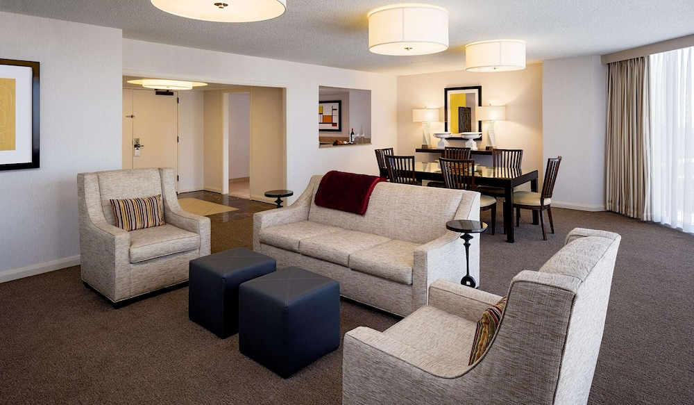 Living Area, DoubleTree by Hilton Hotel Houston - Greenway Plaza