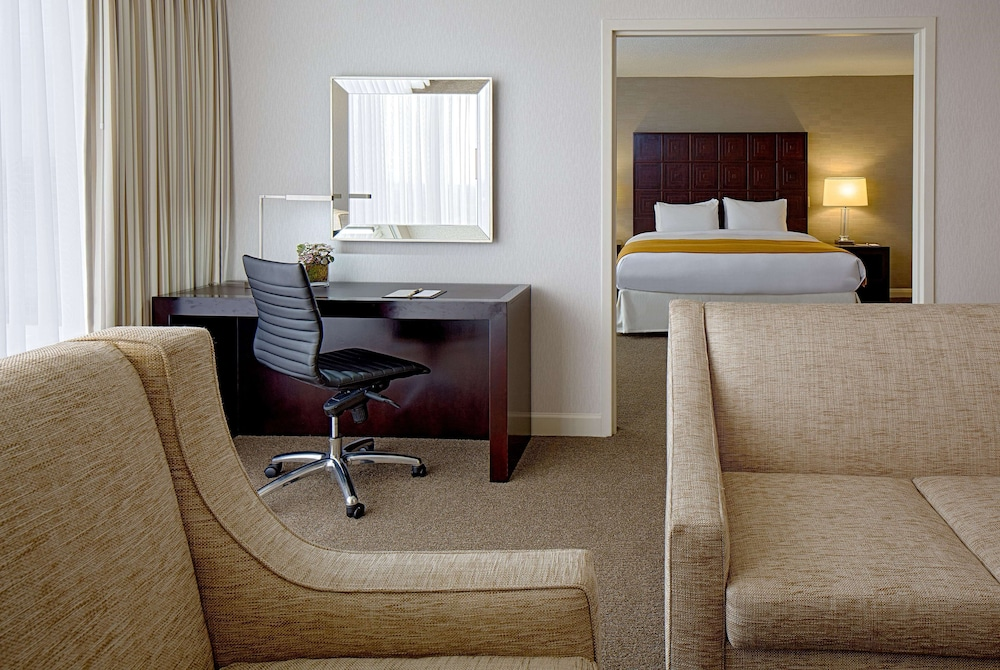 Room, DoubleTree by Hilton Hotel Houston - Greenway Plaza