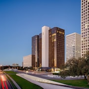 DoubleTree by Hilton Hotel Houston - Greenway Plaza