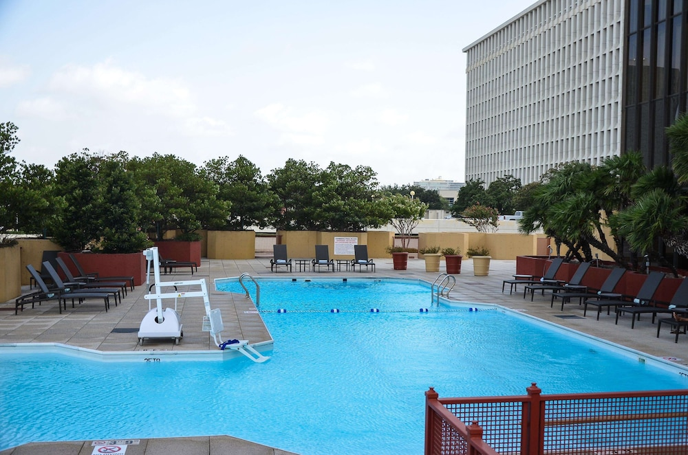 Pool, DoubleTree by Hilton Hotel Houston - Greenway Plaza
