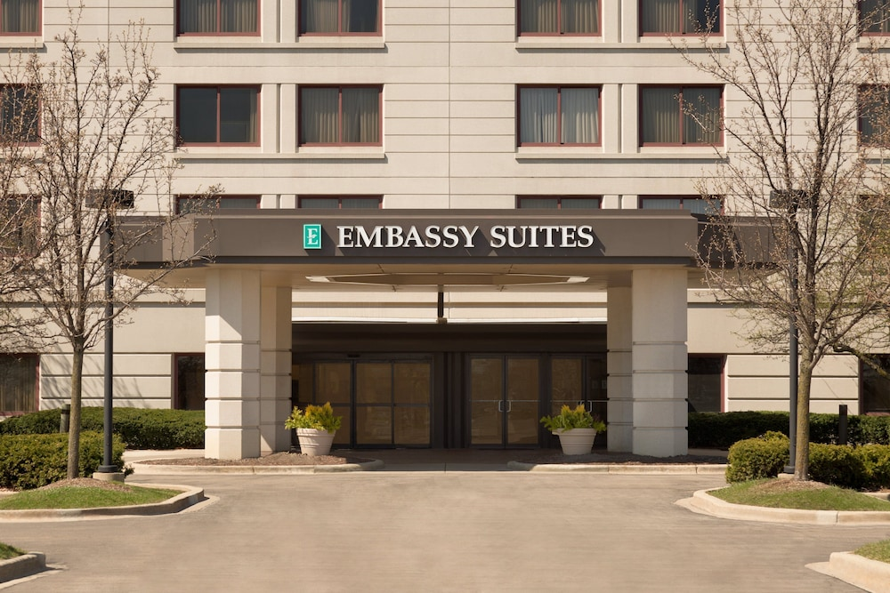 Property Entrance, Embassy Suites Chicago - North Shore/Deerfield
