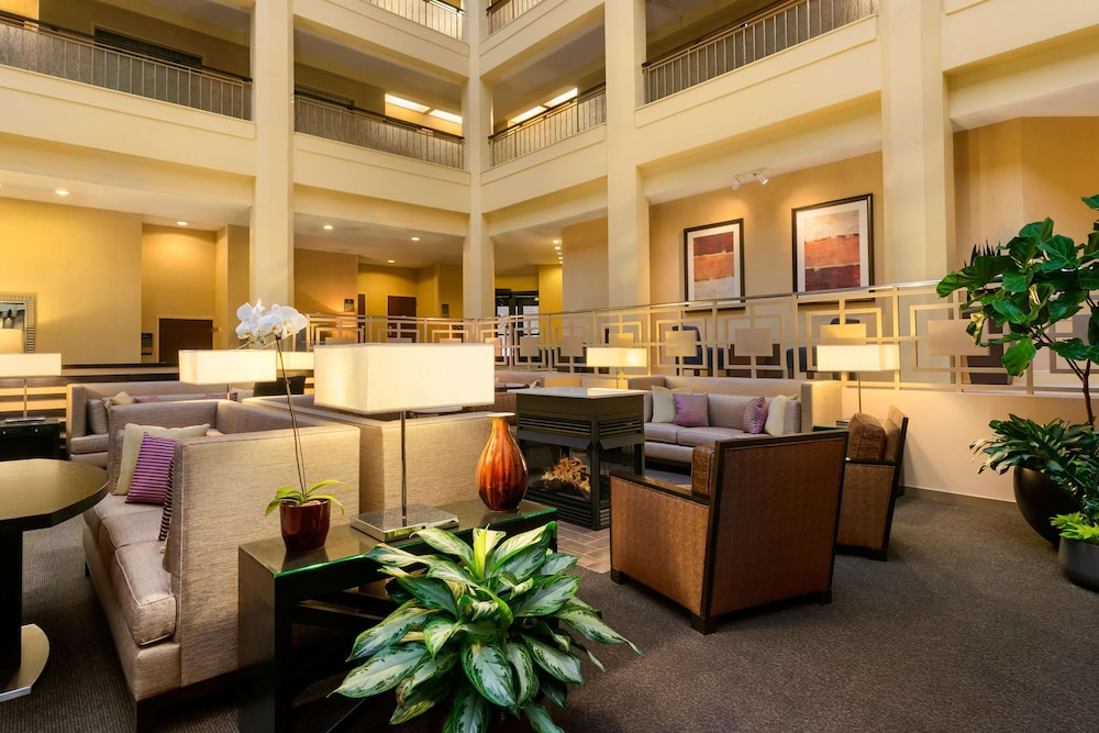 Lobby, Embassy Suites Chicago - North Shore/Deerfield
