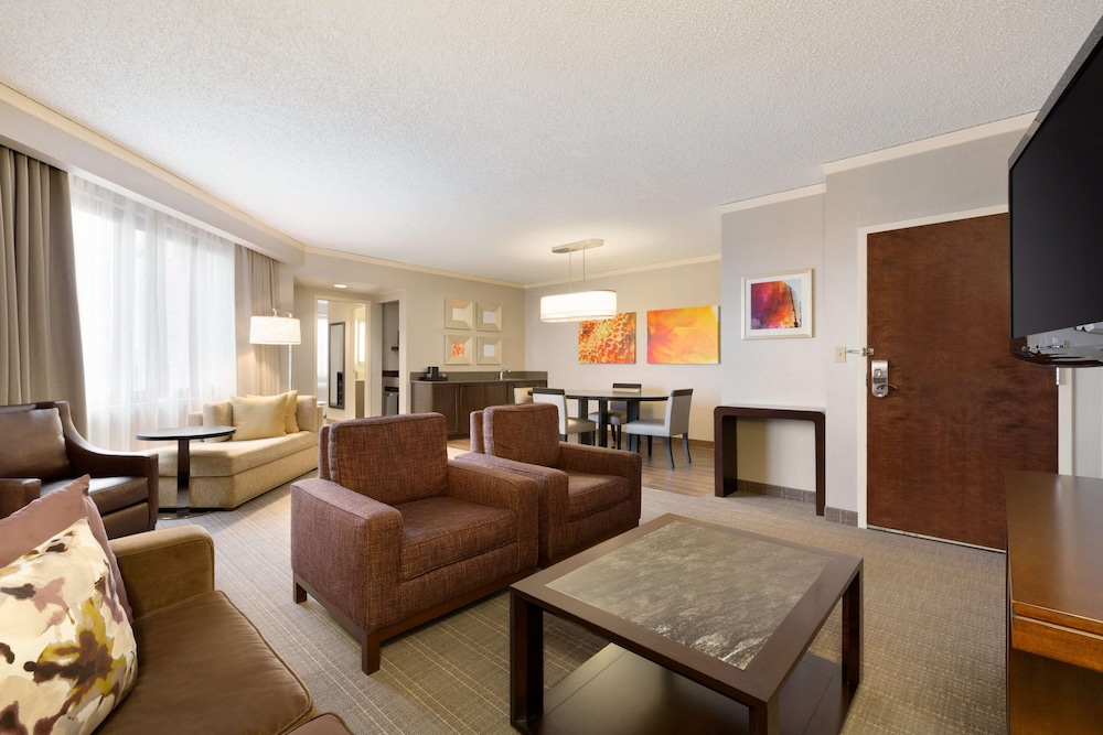 Living Area, Embassy Suites Chicago - North Shore/Deerfield